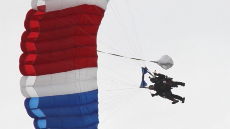 Джордж Буш-старши скочи с парашут за 90-ия си рожден ден
