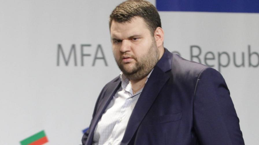 Обвинените за покушение срещу Пеевски се изправят пред съда