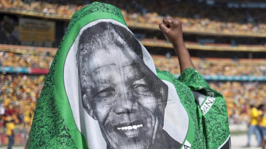 Музикални легенди отдадоха почит на Мандела