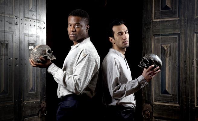 Двамата актьори в ролята на Хамлет: Лади Емерува с нигерийски корени и Наим Хайат, млад пакистанец от Източен Лондон