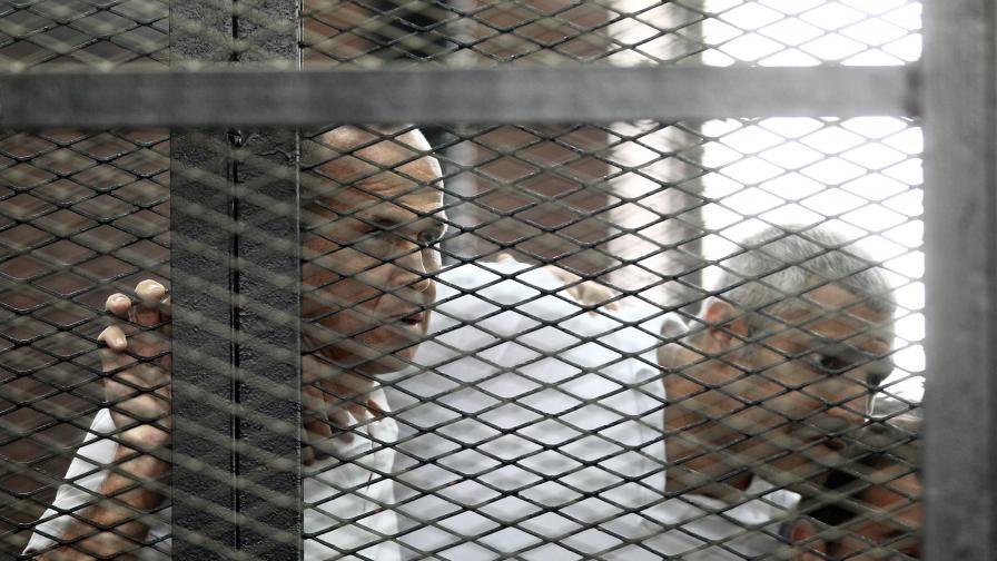 Египет скандализира света като осъди трима журналисти