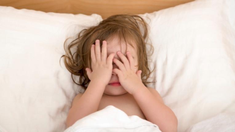 деца дете сън нощ спане
