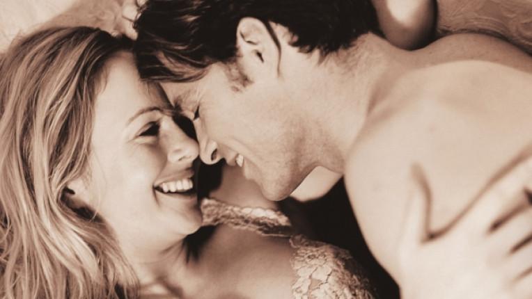 секс двойка връзка любов завивки легло щастие