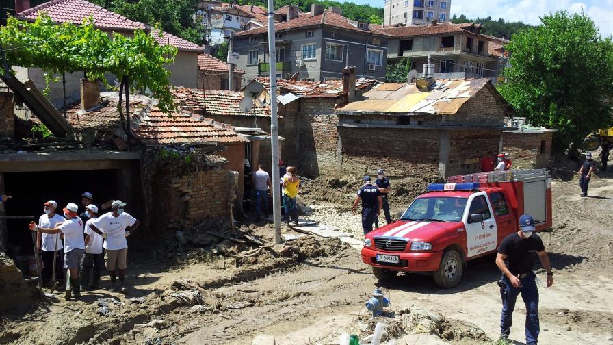 """Намериха тялото на изчезналия Марин под руините в """"Аспарухово"""""""