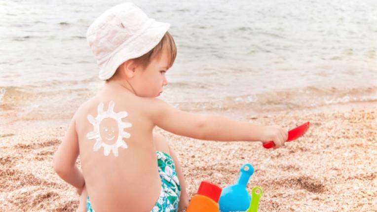 слънце дете защита плаж море