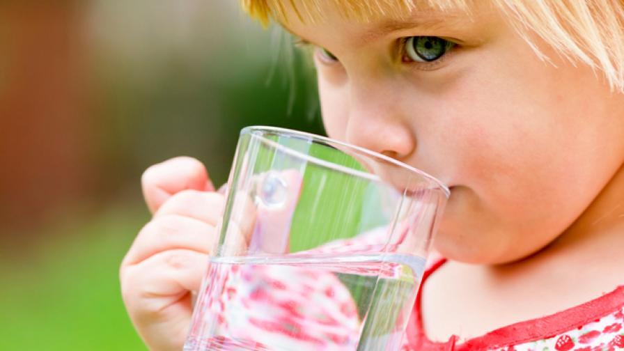 Диетолози: Децата да пият за вечеря само вода