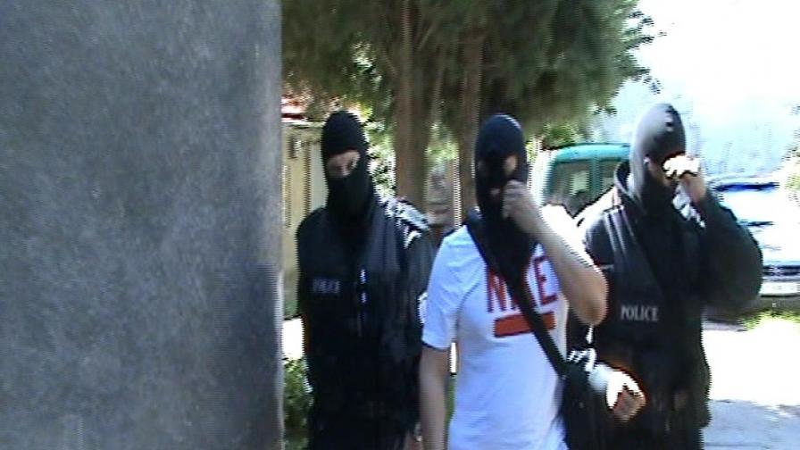 Арестувани са трима души за атаките срещу банките