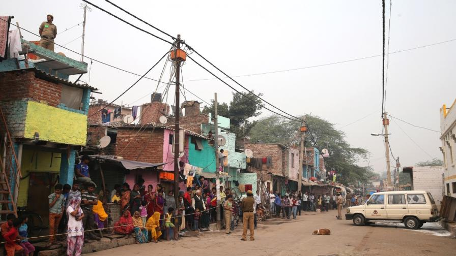 19 загинаха след рухването на две сгради в Индия