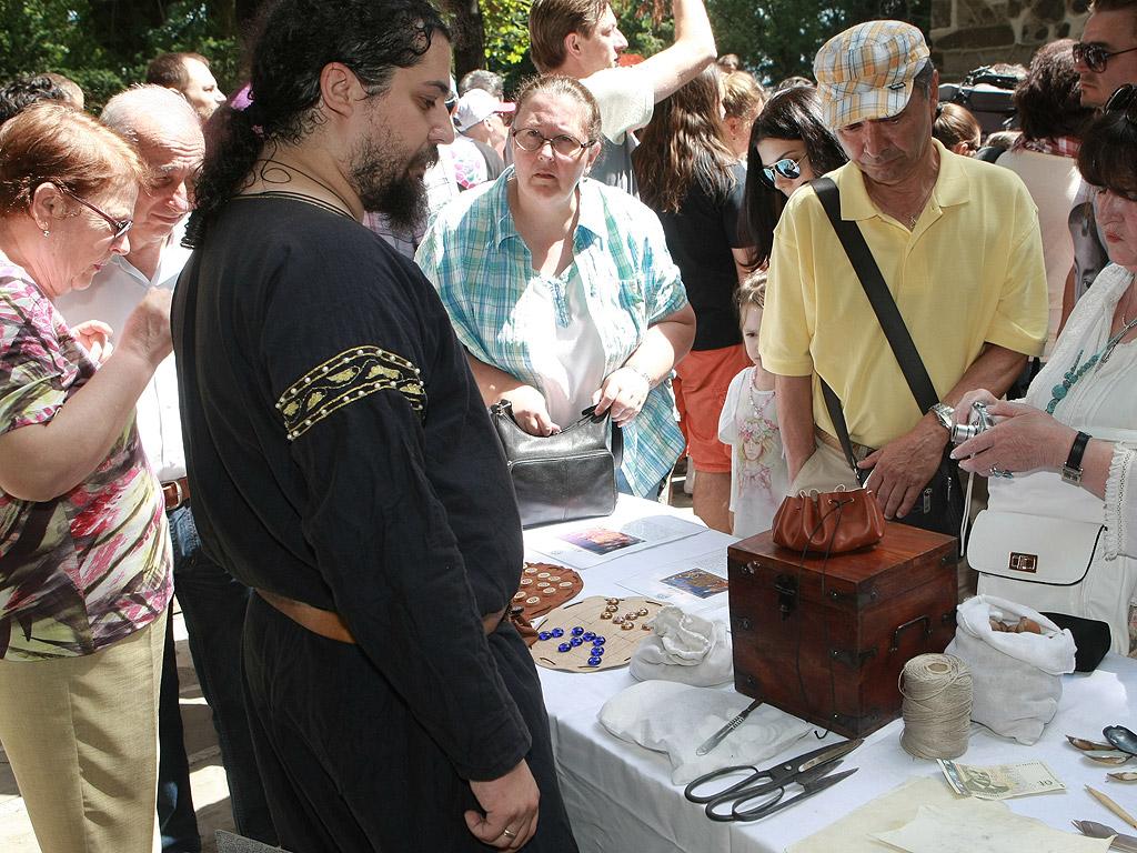 Сдружение MODVS VIVENDI - Средновековно Общество в България, със съдействието на Национален исторически музей, организира за пръв път в столицата Софийски средновековен панаир. Събитието се провежда на 5 и 6 юли в двора на Боянската църква.