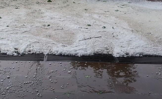 Има загинал от бурята в София