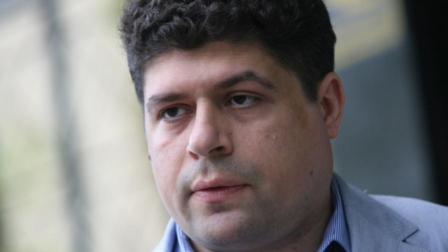 Мирослав Николов