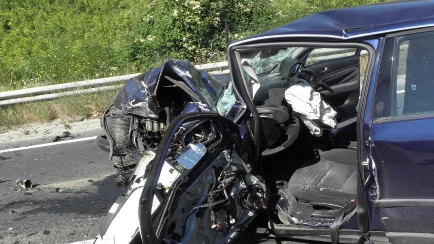 Петима ранени при тежка катастрофа край Благоевград