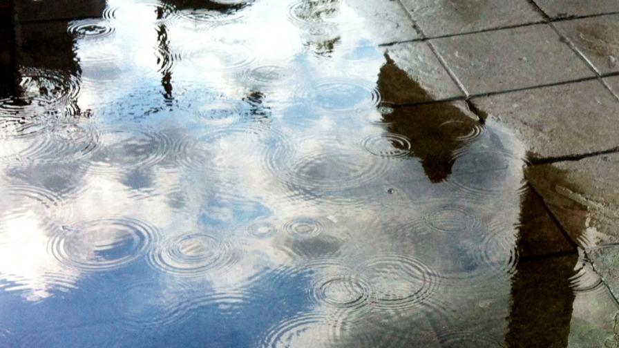 Жълт код за валежи и гръмотевични бури в пет области на страната