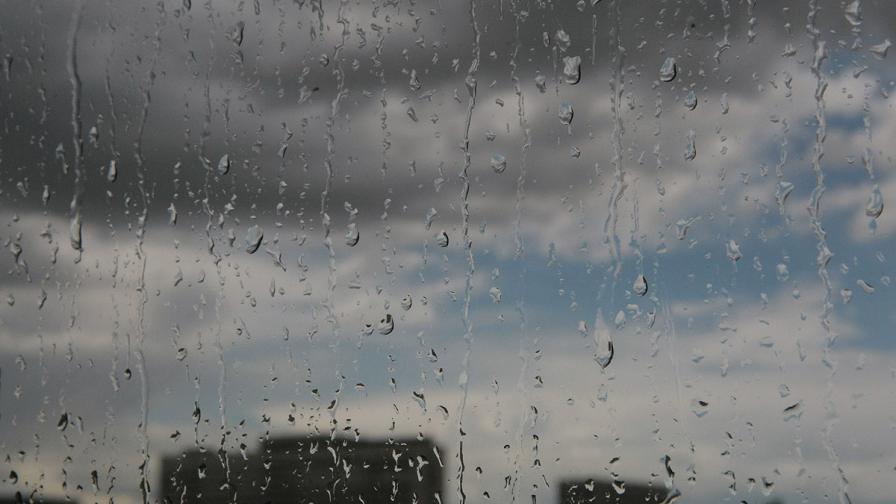 Проливен дъжд наводни Северозападна България