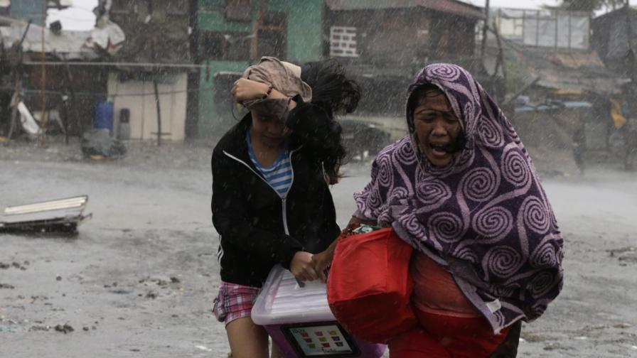 Тайфунът Рамасун взе десет жертви във Филипините