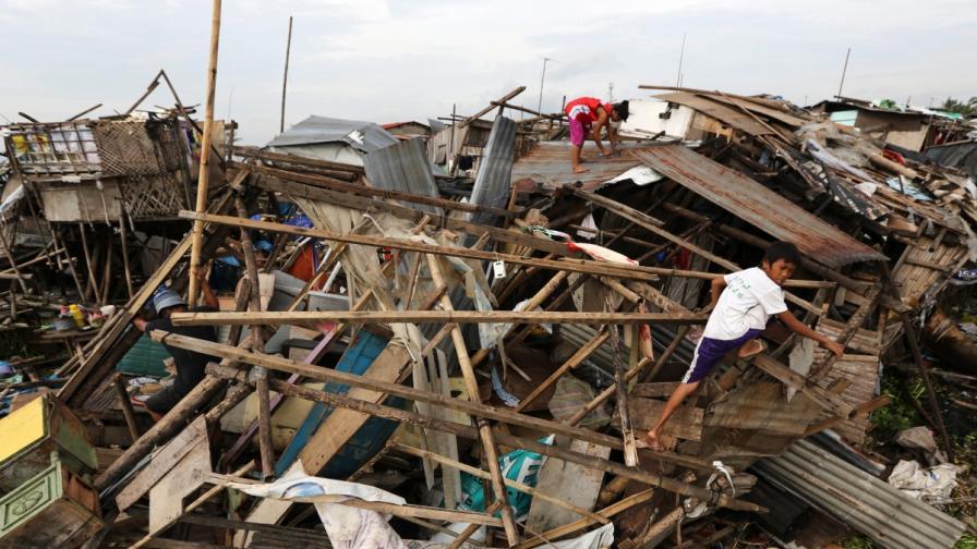 Тайфунът Рамасун уби 38 души във Филипините