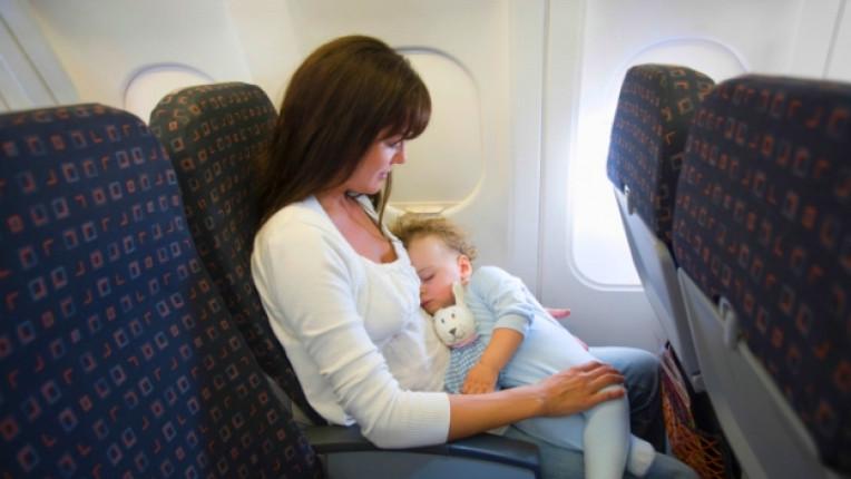 бебе майка самолет