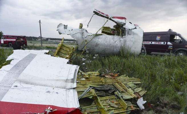 Малайзийски пътнически самолет с 295 души се разби в Украйна, няма оцелели