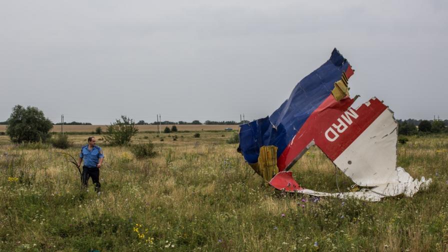 Киев и сепаратистите се обвиняват взаимно за самолета