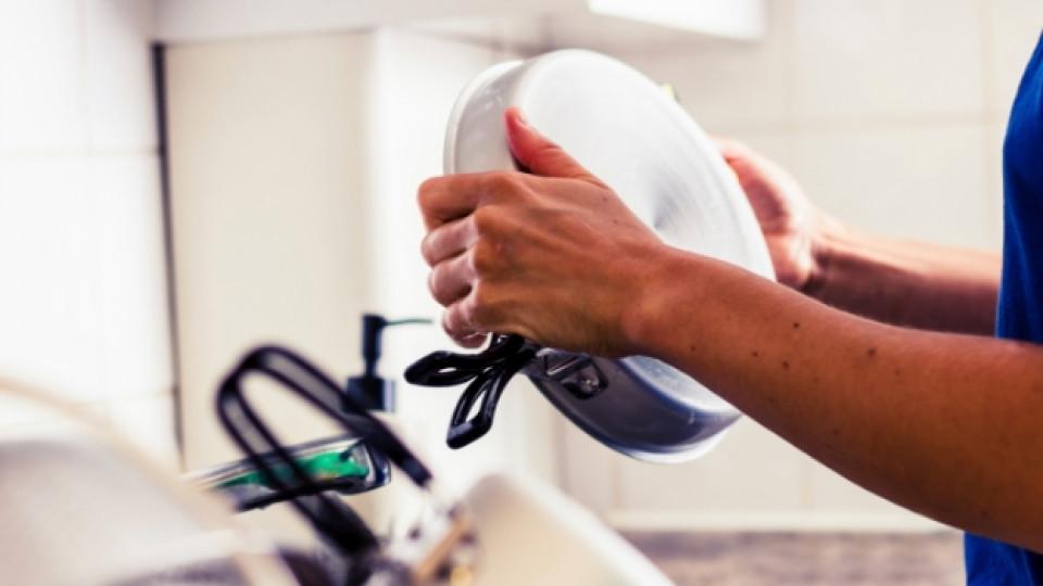 Как да почистим обгоряла тенджера
