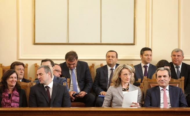 """Край: Оставката на кабинета """"Орешарски"""" е приета"""