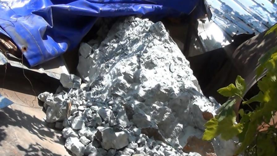 Скала с маса близо 3 тона падна върху къща в Кричим