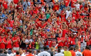 Напрежение пред базата на Юнайтед, фенове искат част от собствеността