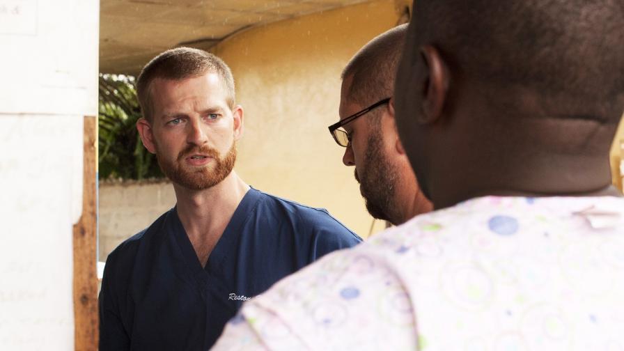 Американски лекар, заразен с ебола, се завръща в САЩ