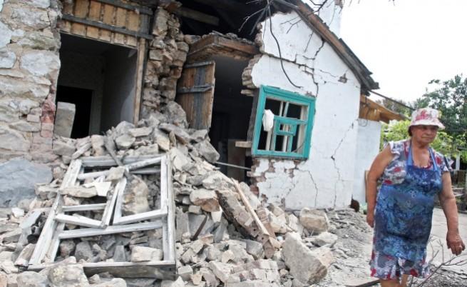 В обсадения Донецк магазините са барикадирани, улиците - пусти, а жителите бягат