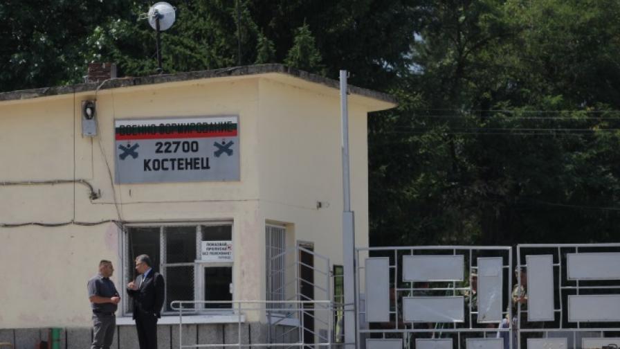 Военният министър в поделението в Костенец