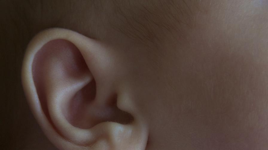 Момче получи уши, които лекарите направили от ребрата му