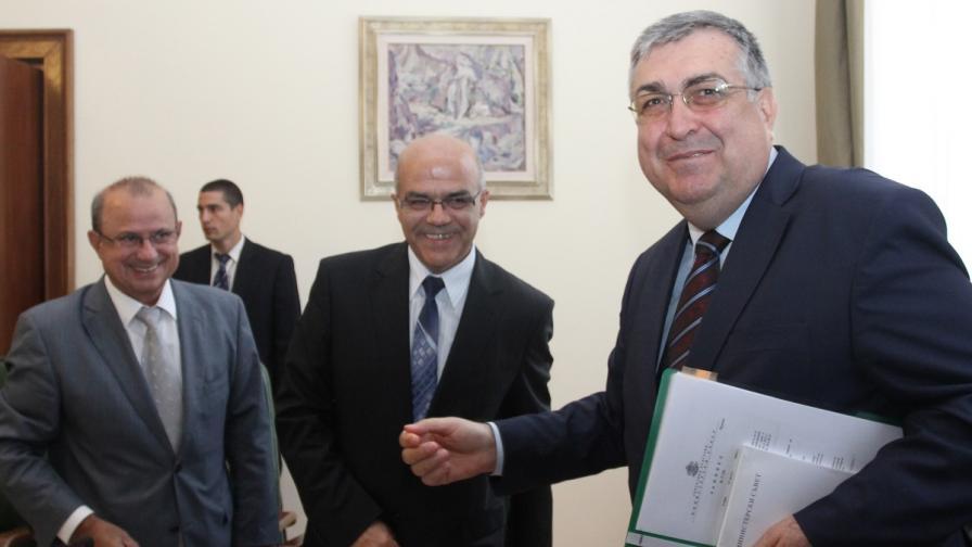 Премиерът проф. Георги Близнашки, министрите Йордан Бакалов и Йордан Христосков участваха в първото извънредно заседание на Междуведомствената комисия за възстановяване и подпомагане