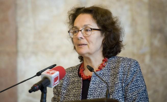 Коларова: Недостигът в бюджета на МОН е 26 млн лв