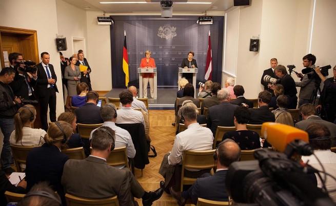 Ангела Меркел: Западът трябва да продължи със санкциите срещу Русия