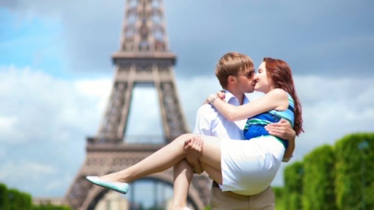 париж любов целувка романтика