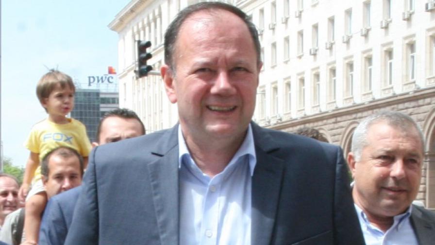 Миков умерен оптимист, че скоро ще има правителство