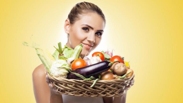 жена зеленчуци кошница