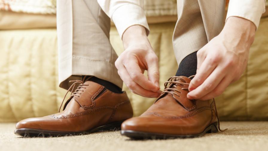 25 години британец остава верен на... чифт обувки