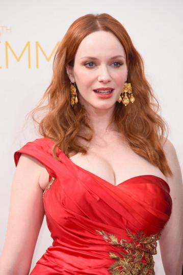 """Червеният цвят определено властваше като предпочитан цвят за тоалет сред дамите на тазгодишното раздаване на наградите """"Еми"""" – Кристина Хендрикс"""
