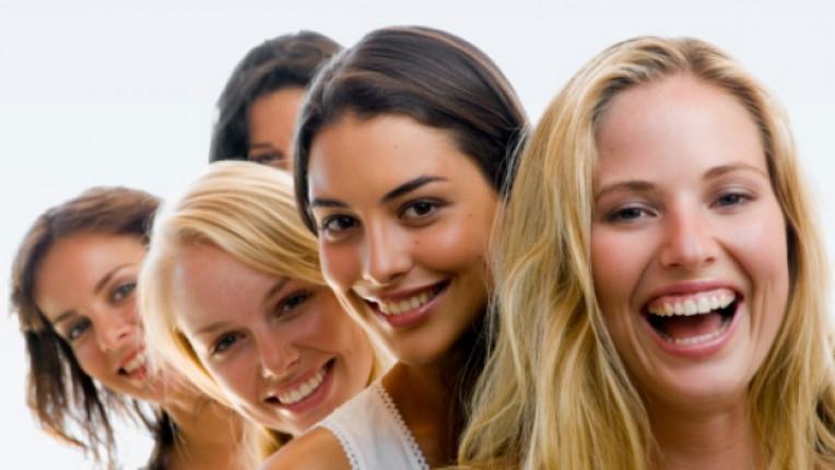 жена жени усмивка емоция