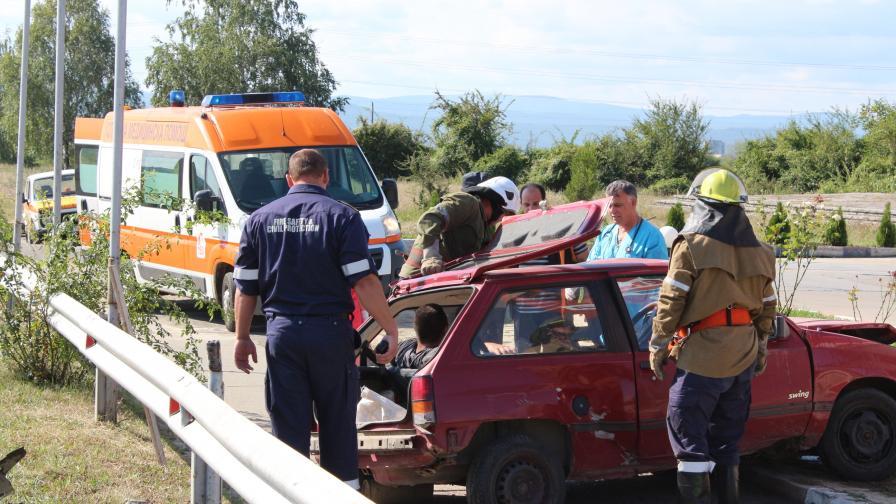 Трима ранени след катастрофа край Казанлък
