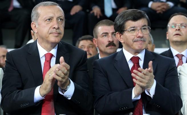 Давутоглу представи новия турски кабинет, Ергодaн го одобри