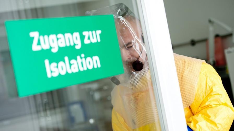 Учени: Ебола мутира бързо