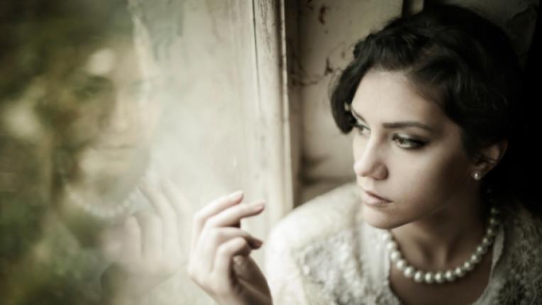 жена тъга мъка