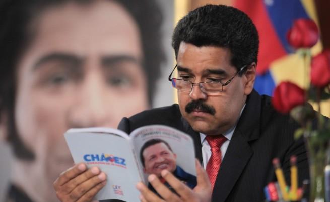 Във Венецуела замениха Бог с Чавес