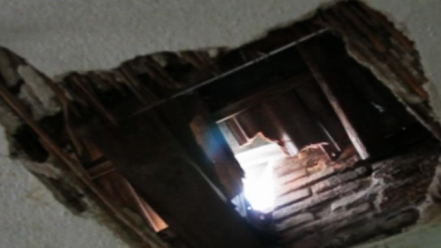 Буря отвори огромна дупка в покрива на баба от село Болярино