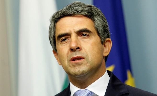 Президентът предлага местни избори и референдум на 25 октомври