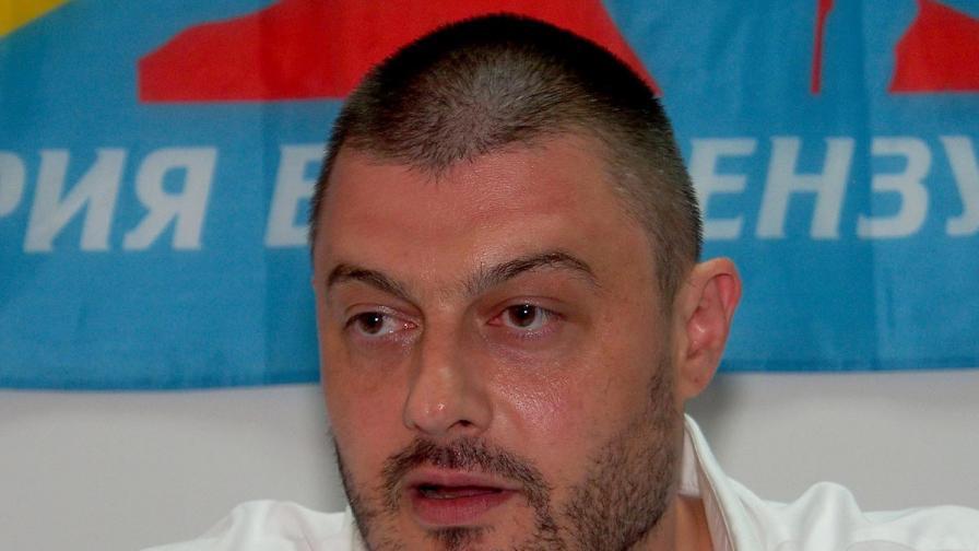 Николай Бареков заплаши НАП с чистка