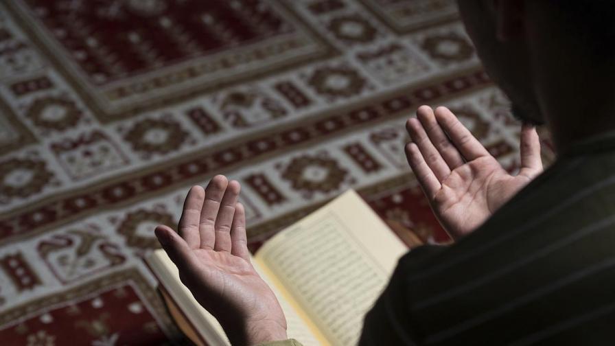 <p>Децата на Корана, какво учат учениците в Турция и арабските страни</p>