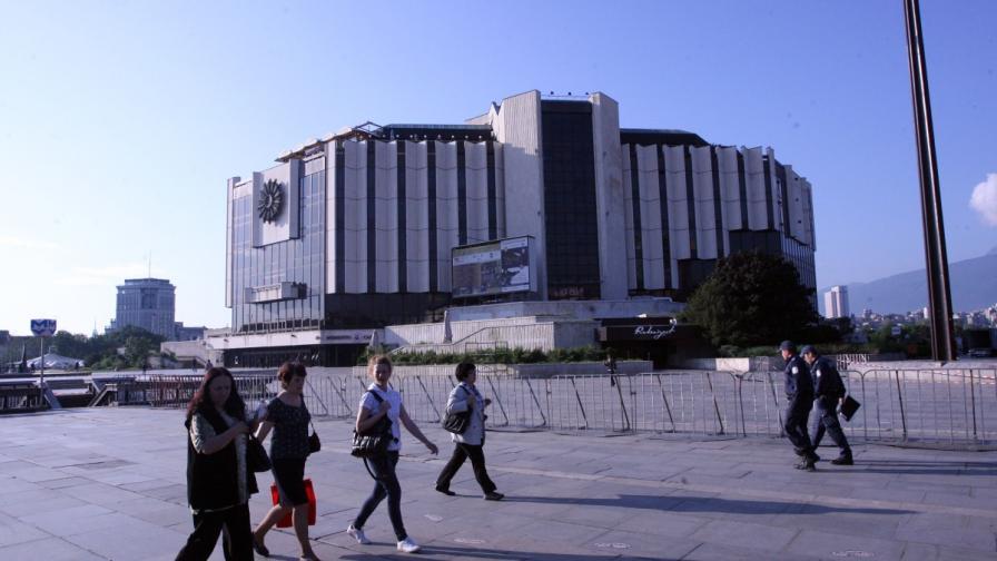 Зала 1 на НДК става ледена пързалка за руски балет